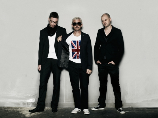 "ABOVE & BEYOND PRESENTA ""HELLO"""